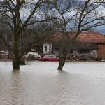 Cacak, 7. marta 2016. - Poplavljena dvorista u okolini Cacka. Premijer Aleksandar Vucic stigao je danas oko 14 sati u Preljnu nakon vesti da je to mesto u blizini Caccka popljavljeno, a jedan broj gradjana evakusain. FOTO TANJUG/ VLADA SRBIJE/ bk